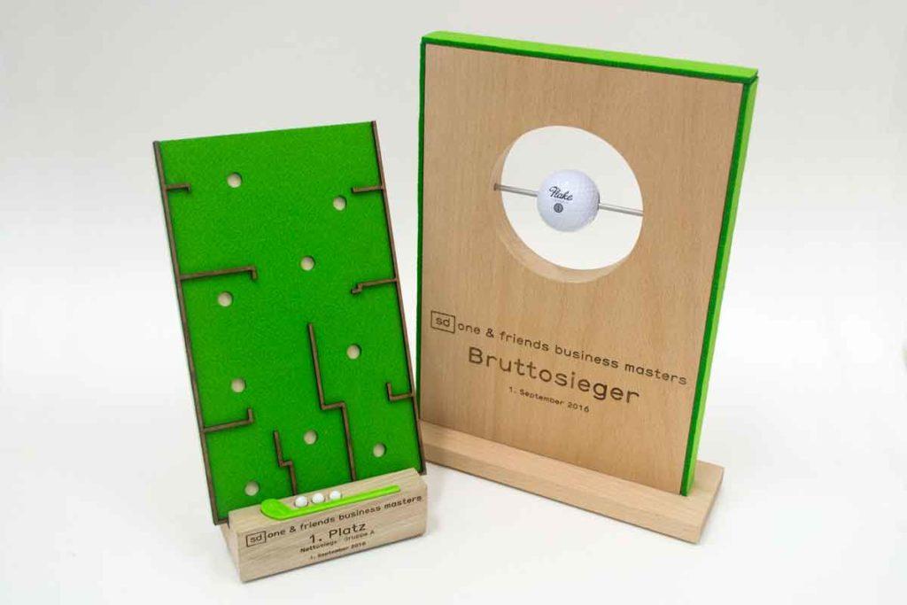 Golfpokal aus Holz und Filz