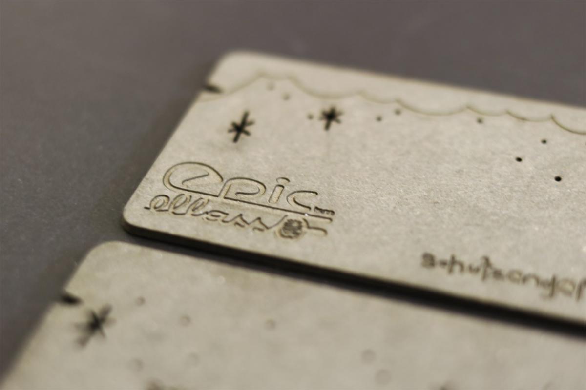Kartonvisitenkarte mit Lasergravur