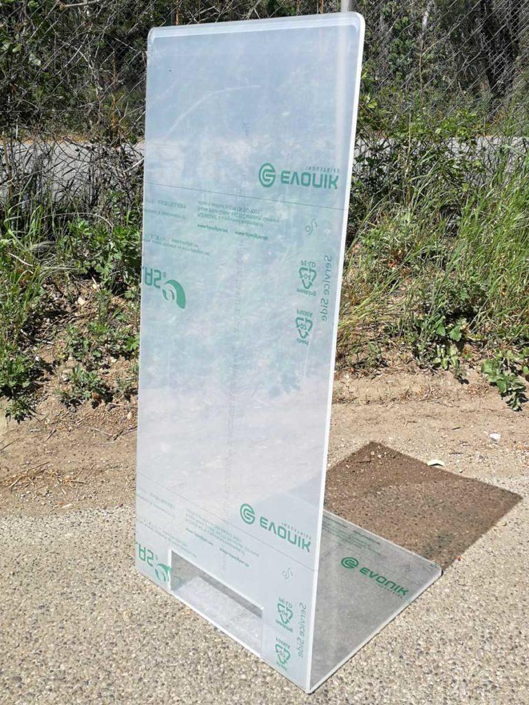 Gebogene Hygieneschutzwand aus 8mm Plexiglas
