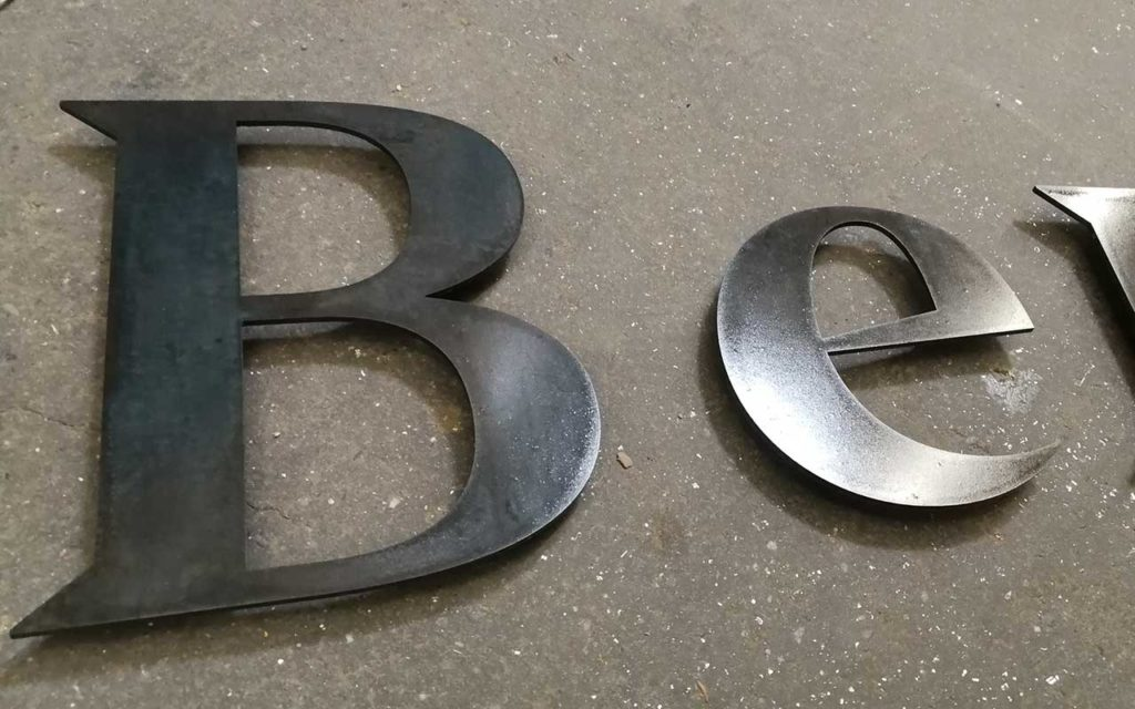 Buchstaben aus STahlblech