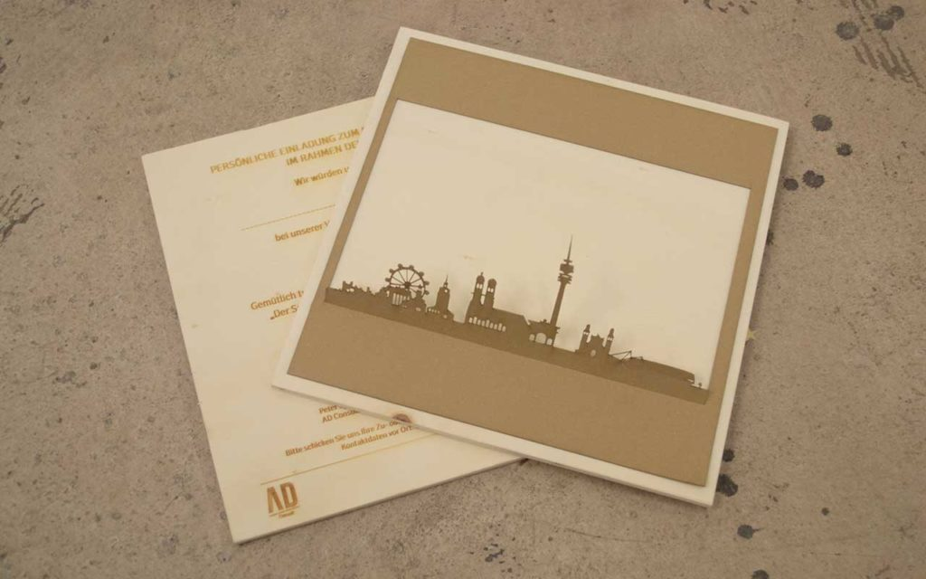Einladung aus Holz und Papier